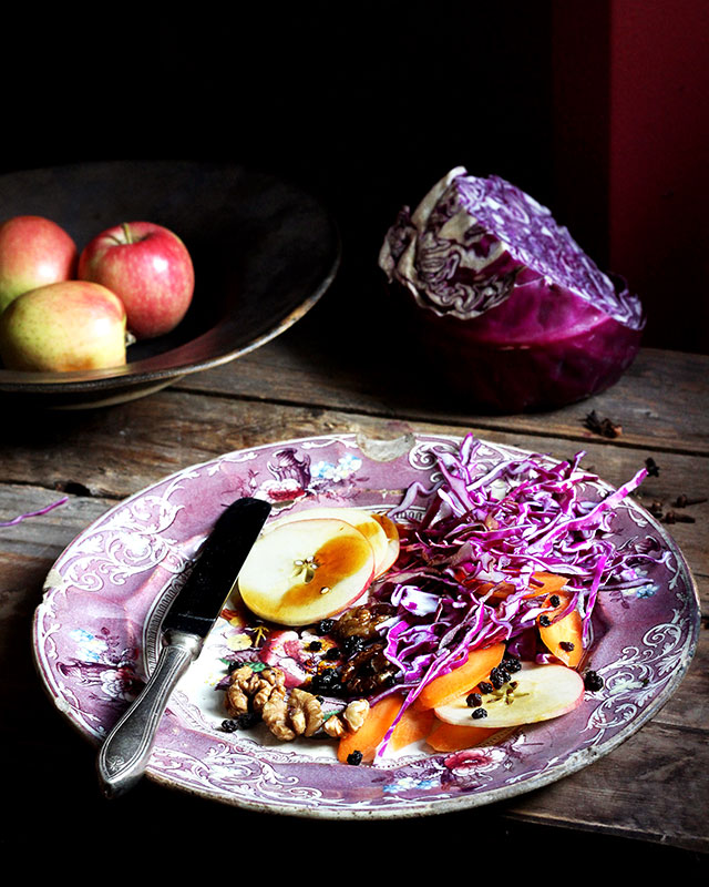 Red cabbage and apple salad - Melkkos & Merlot