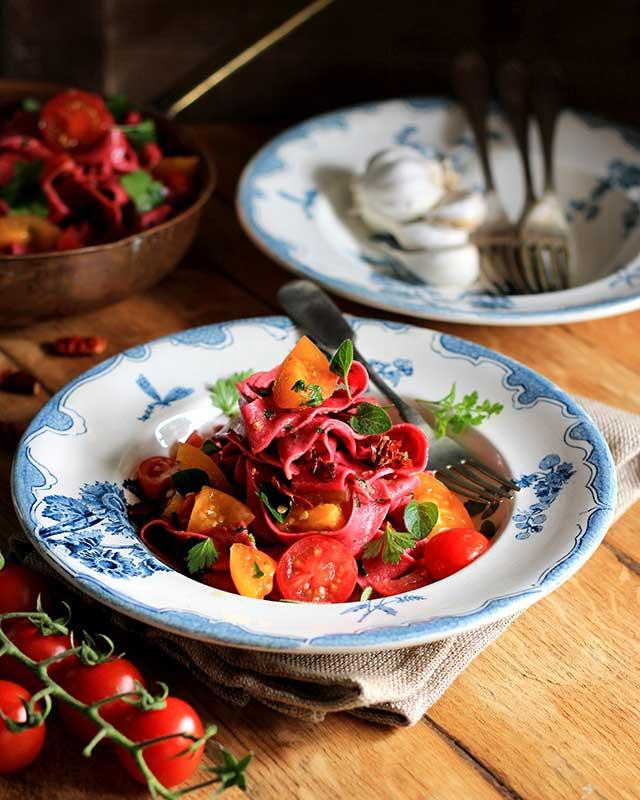 Roast garlic and tomato pasta sauce